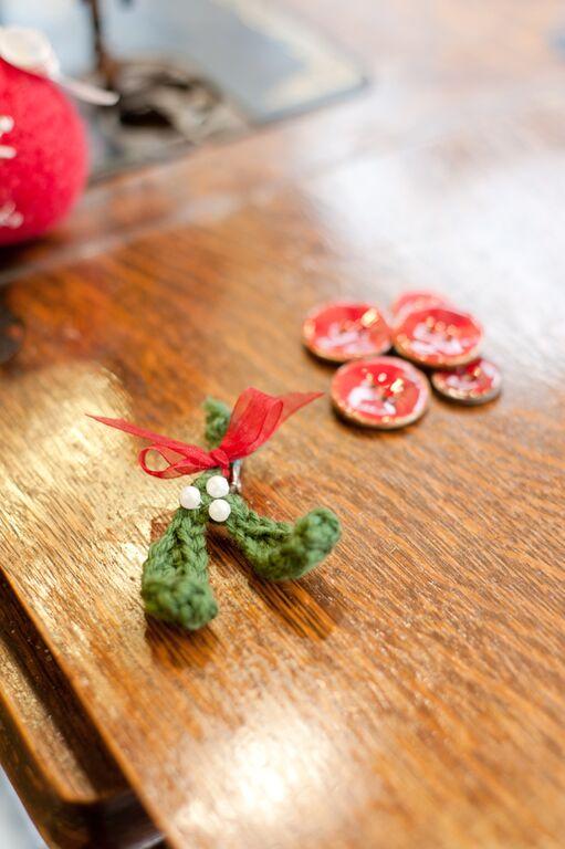 How to crochet mistletoe