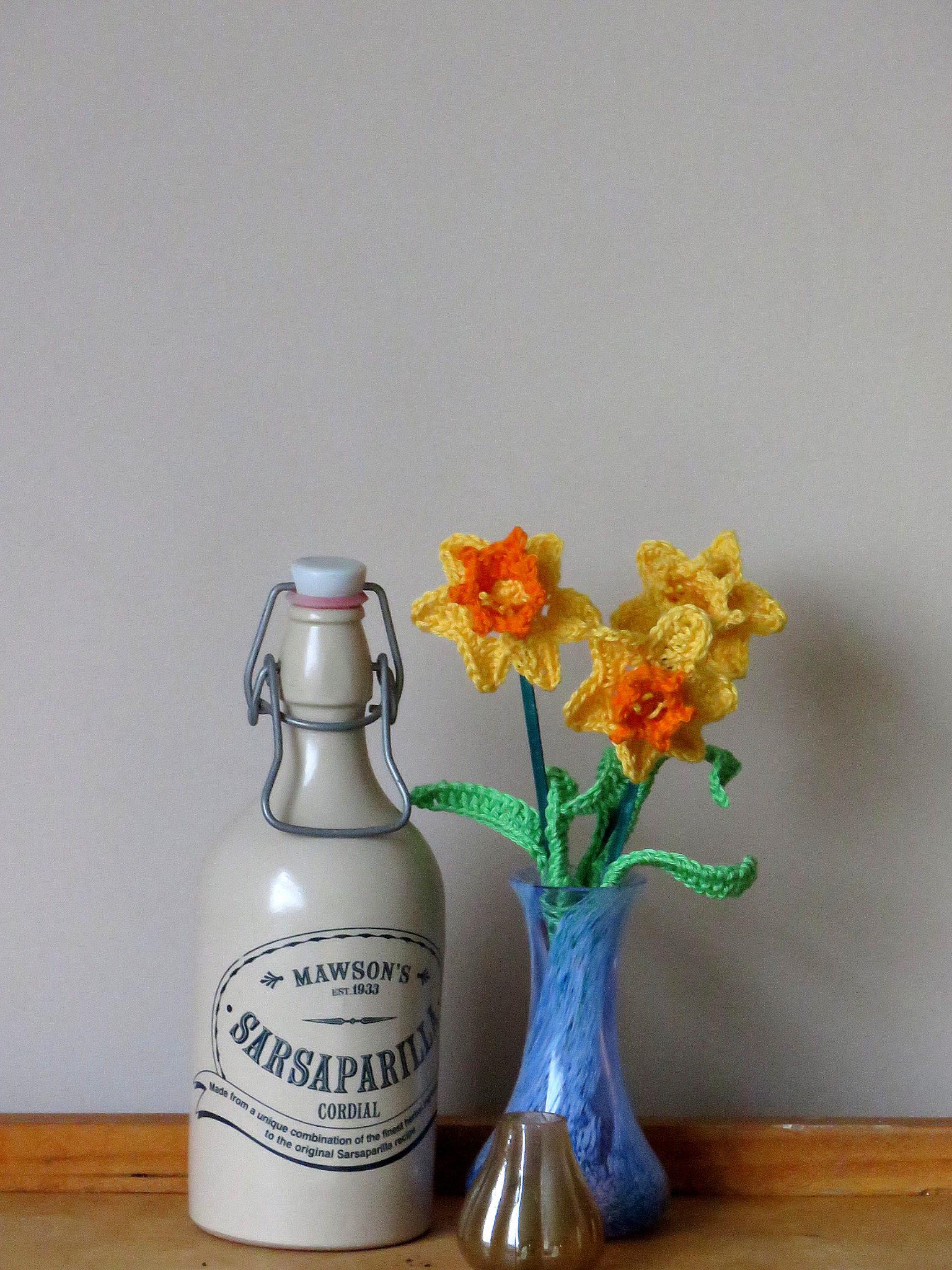 vase of daffodills